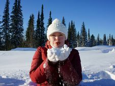 Free Girl Is Holding  Snow On The Hands. Royalty Free Stock Photos - 27949028