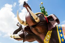 Free Elephant Statue On Blue Sky Royalty Free Stock Image - 27953766