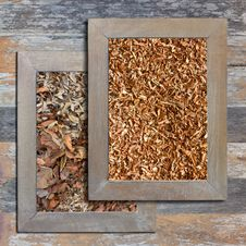 Free Old Wooden Picture Frame, Sawdust, Dry Leaves. Stock Images - 27960504