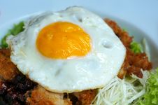 Free Fried Egg With Chicken And Lettuce Royalty Free Stock Photos - 27966788