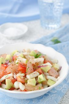Free Bowl Of Salad With Squid, Avocado And Grapefruit Stock Image - 27975721