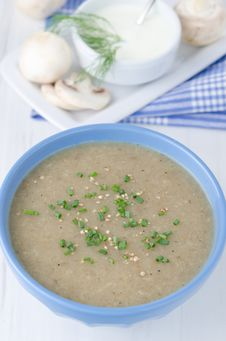Free Bowl Of Mushroom Soup Royalty Free Stock Photos - 27984408