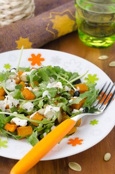 Free Salad With Pumpkin, Feta And Arugula Royalty Free Stock Images - 27984549