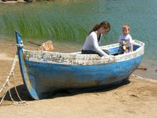 Free Mother With Son On Boat Royalty Free Stock Images - 284369