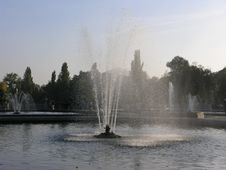 Free Fountains Royalty Free Stock Images - 287329