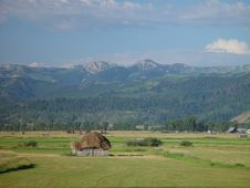 Free Hut In Mountain Valley Royalty Free Stock Photos - 2803468