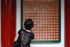 Free Woman Looking At Buddhas Royalty Free Stock Image - 2804106