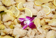 Free Lemon And Fried Chicken Meat Royalty Free Stock Photo - 2804865