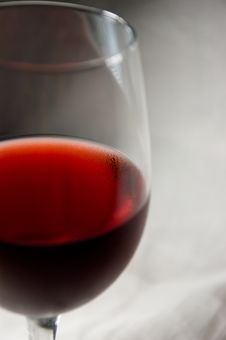 Free Red Wine Goblet-left Cut Royalty Free Stock Image - 2806346