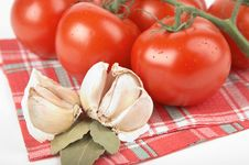 Free Tomatoes, Garlic, Bay Leaf Stock Photography - 2808032
