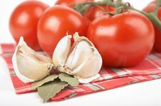 Free Tomato, Garlic, Bay Leaf Stock Photography - 2808042