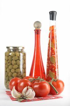 Free Tomatoes, Garlic, Bay Leaf Royalty Free Stock Photography - 2808057