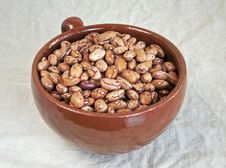 Free Pinto Beans In Ceramic Mug Royalty Free Stock Images - 28002579