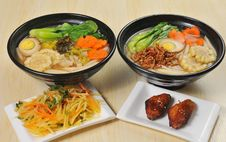 Free Chinese Food - Noodles Royalty Free Stock Photos - 28009088