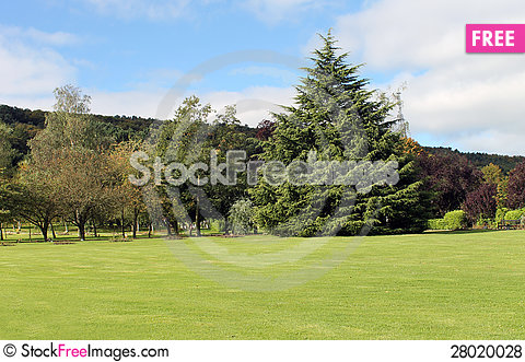Free Park In Countryside Royalty Free Stock Photos - 28020028