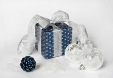 Free Gift Box Royalty Free Stock Images - 28041629