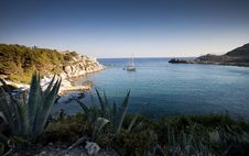 Free Torquois Hidden Bay In Rhodes Greece Royalty Free Stock Images - 28044319