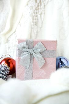 Free Close Up Pink Gift Box Royalty Free Stock Image - 28047356