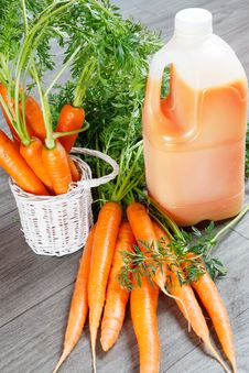 Free Fresh Carrot Juice Stock Photography - 28058312
