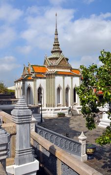 Free Domed Temple At The Grand Palace, Bangkok Thailand Royalty Free Stock Photos - 28070328
