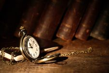 Free Vintage Pocket Watch Royalty Free Stock Photography - 28071987