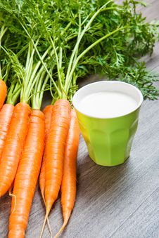 Free Fresh Carrots Royalty Free Stock Photography - 28073697