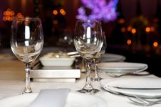Free Bright Banquet Table Royalty Free Stock Photos - 28076668