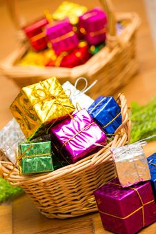 Free Christmas Gift Basket Royalty Free Stock Images - 28085219