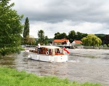 Free Boat On The River Royalty Free Stock Photos - 2812028
