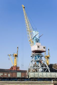 Free Elevating Crane Royalty Free Stock Image - 2814506