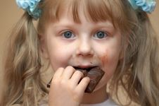 Free Girl Eating Royalty Free Stock Photo - 2818515