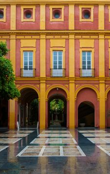 Free Seville Building Royalty Free Stock Photography - 28112287