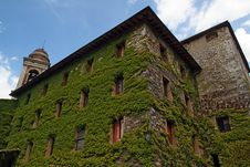 Ivy-covered House In Tuscany Royalty Free Stock Image