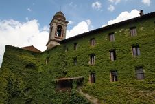 Free Ivy-covered House In Tuscany Royalty Free Stock Photos - 28113278