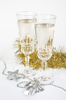 Free Two Glasses Of Champagne Royalty Free Stock Images - 28121239