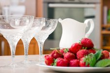 Free Strawberries And Milk Stock Images - 28124114