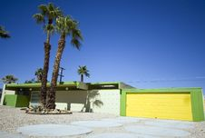 Free Palm Springs House With Yellow Garage Stock Images - 28134564