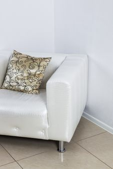 Free White Leather Armchair Royalty Free Stock Photography - 28138967