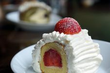 Free Vanilla And Cream Cake With A Strawberry Slice. Stock Photos - 28142813