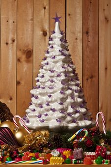 Free Ceramic Christmas Tree Royalty Free Stock Photography - 28145537