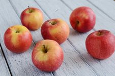 Free Ripe Apples On Shabby Wooden Table Royalty Free Stock Image - 28146786