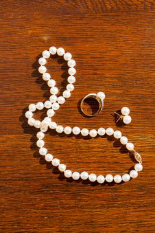 Free Wedding Day Pearls Royalty Free Stock Image - 28152826