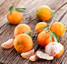 Free Tangerines With Leaves. Stock Photo - 28163250