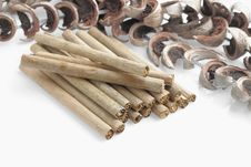 Free Tobacco With Dry Banana Leaf Rolls Royalty Free Stock Images - 28169559