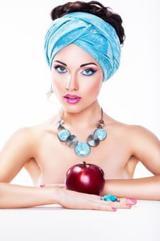 Free Woman With Apple - Healthy Wholesome Eating Royalty Free Stock Photos - 28173078