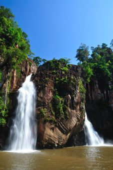 Free Fresh Waterfall Stock Photography - 28176492