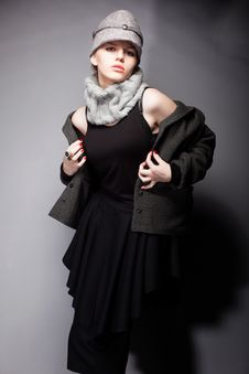 Free Graceful Lady In Wool Coat And Cap - Romantic Style Royalty Free Stock Photos - 28181478