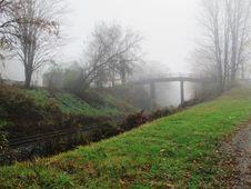 Free Country Walking Bridge Royalty Free Stock Image - 28183546