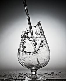 Free Glass With  Water Splashes Stock Image - 28186551