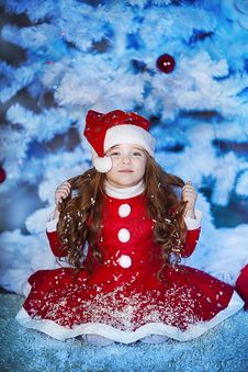 Free Cute Girl And Christmas Tree Stock Photography - 28194902